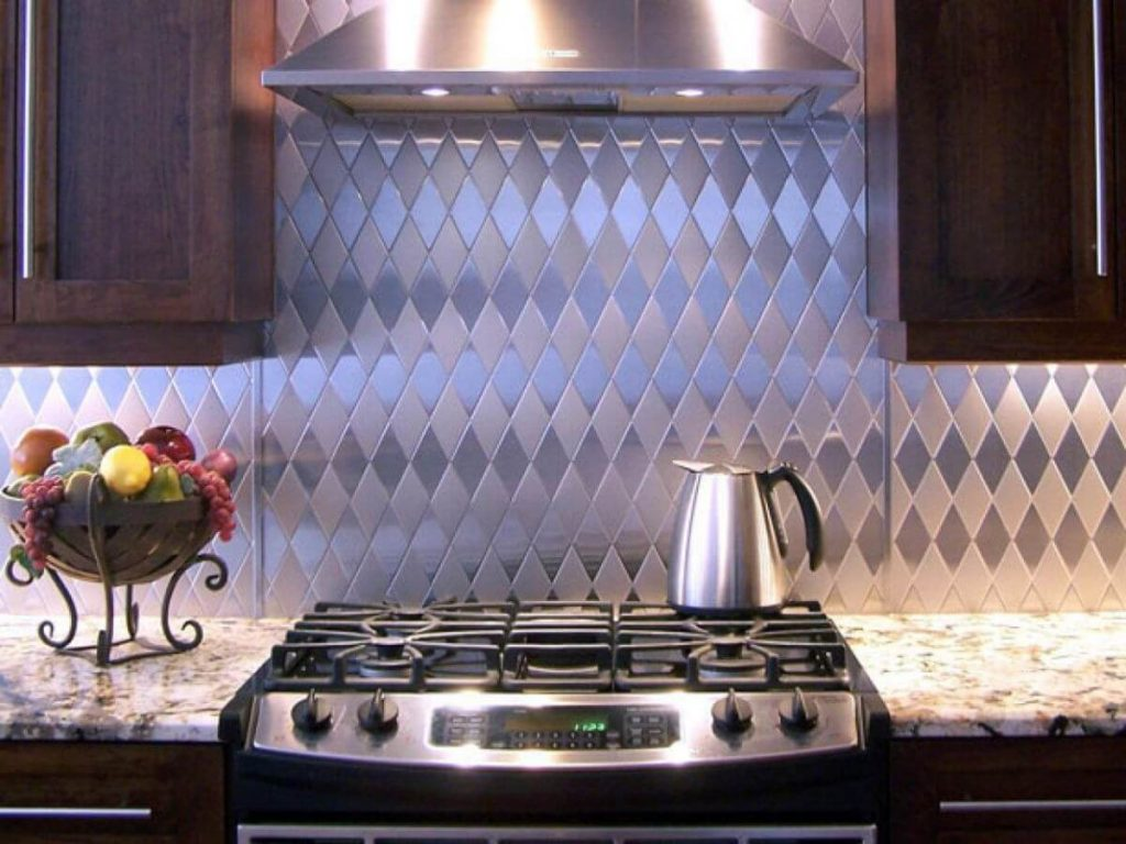 Stainless-Steel-Sheets-Metal-kitchen Backsplash-With-Diamond-Pattern